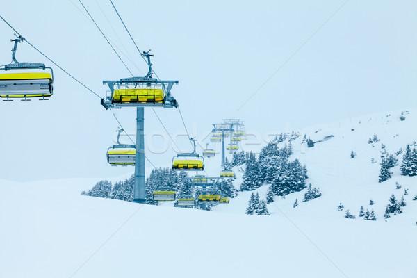 Esquiar elevador cadeiras topo montanha recorrer Foto stock © EwaStudio