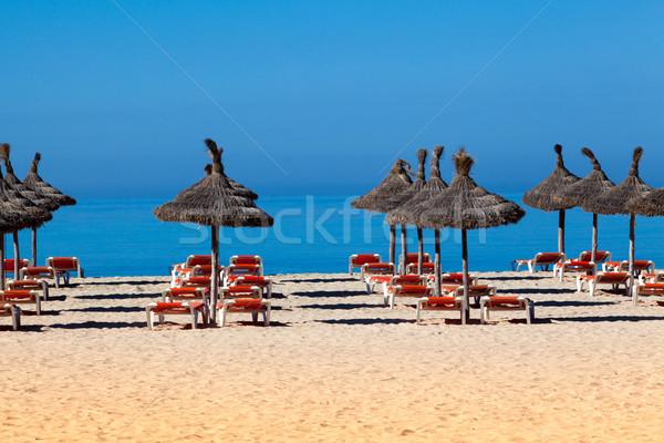 Playa paisaje sombrilla cubierta sillas paraguas Foto stock © EwaStudio