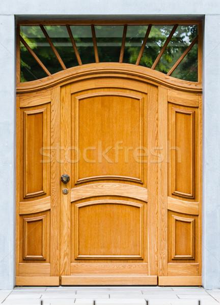 Bois porte d'entrée maison vieux porte bois Photo stock © EwaStudio