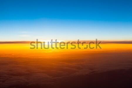 Zonsondergang boven wolken vliegtuig venster Stockfoto © EwaStudio