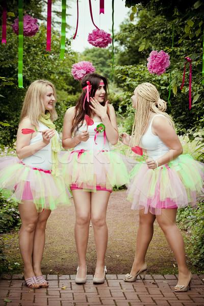 Glücklich jungen anziehend Freundinnen Frauen Natur Stock foto © EwaStudio