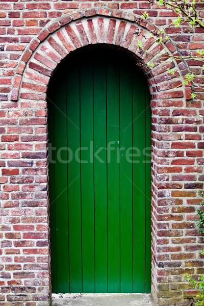 парадная дверь красивой красный кирпичных дома семьи Сток-фото © EwaStudio