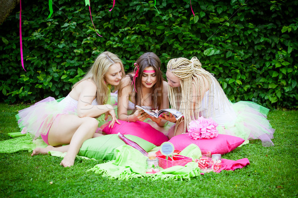 Grupo belo feminino amigos sorridente equipe Foto stock © EwaStudio