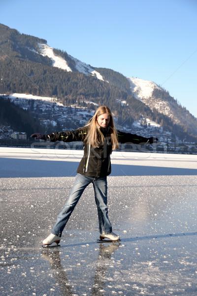 Mujer patinaje artístico congelado lago Foto stock © fahrner