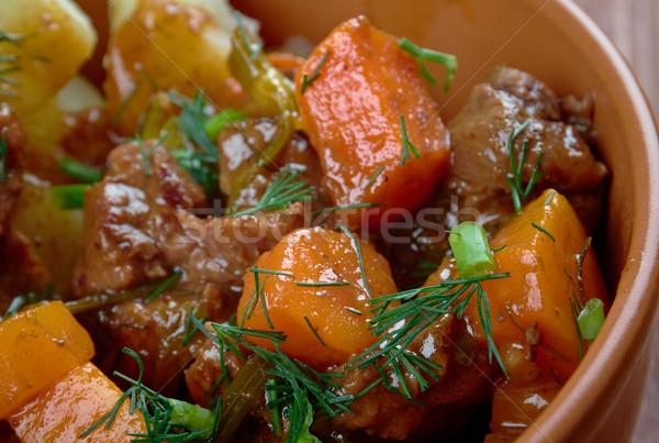 Tradycyjny gulasz wołowy powolny czerwony warzyw ziemniaczanej Zdjęcia stock © fanfo