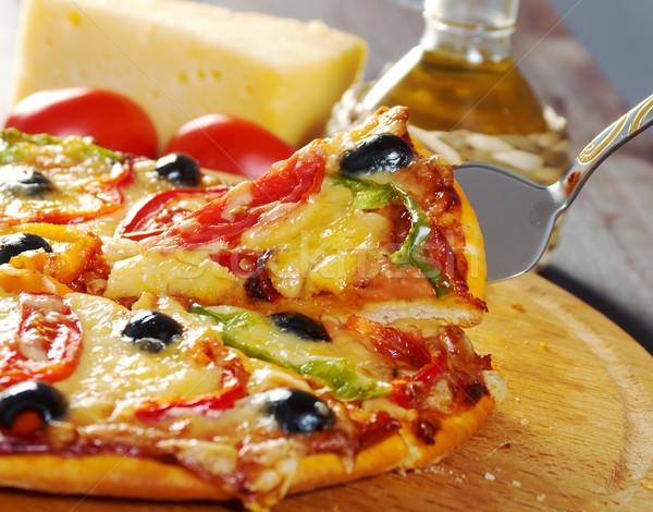 Otthon pizza piros paprika olajbogyó közelkép sekély Stock fotó © fanfo