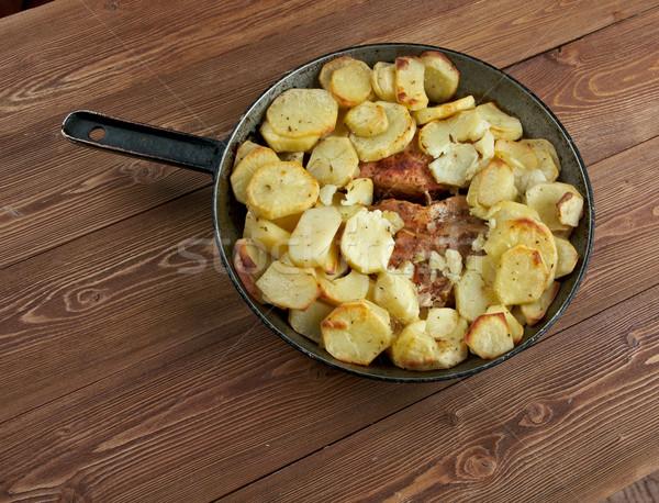 Disznóhús sült házi készítésű krumpli tyúk vacsora Stock fotó © fanfo