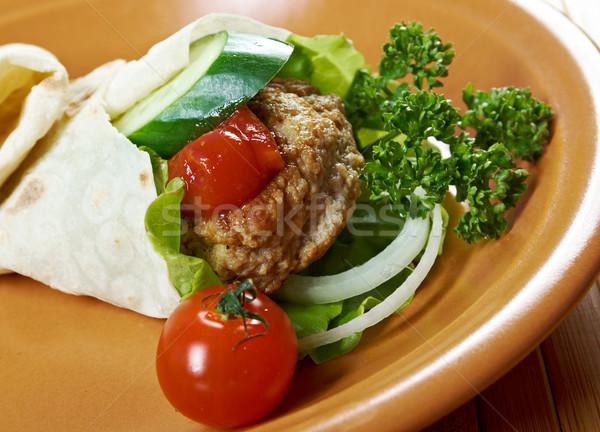 Pita kanapkę mięsa sos pomidorowy zielone obiedzie Zdjęcia stock © fanfo