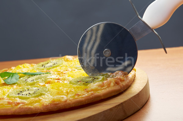 édes pizza gyümölcs házi készítésű kés vág Stock fotó © fanfo