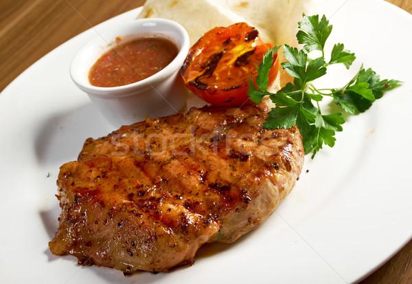 Gegrild biefstuk voedsel salade eten hot Stockfoto © fanfo