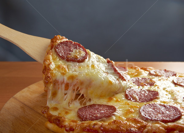 Maison pizza pepperoni tranche fromages Photo stock © fanfo