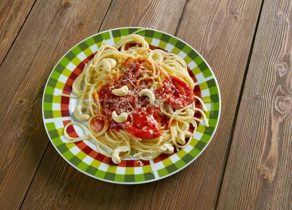 Spaghetti włoski makaronu sos pomidorowy nerkowiec orzechy Zdjęcia stock © fanfo