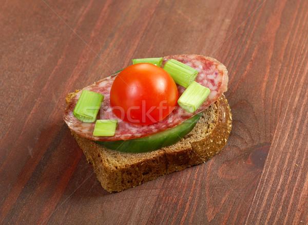 Torrado salame delicioso preto salada tomates Foto stock © fanfo