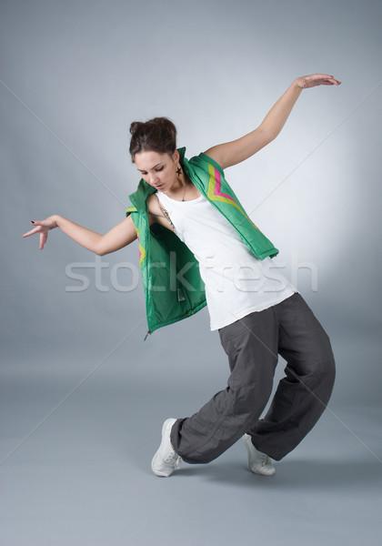 Hip hop vrouwelijke grijs fitness springen Stockfoto © fanfo