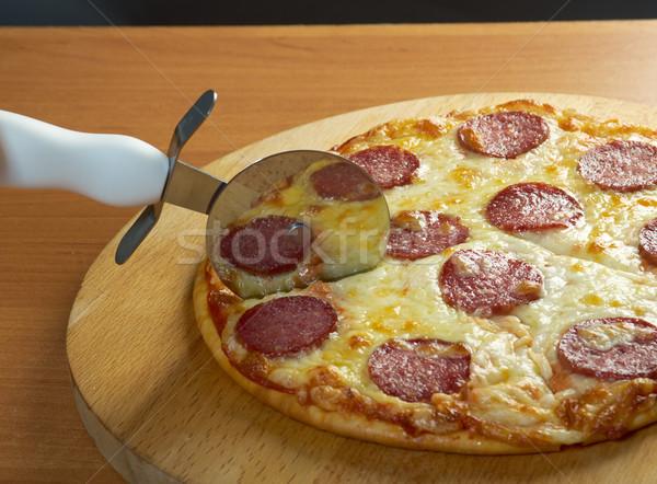 自家製 ピザ ペパロニ ナイフ カット チーズ ストックフォト © fanfo