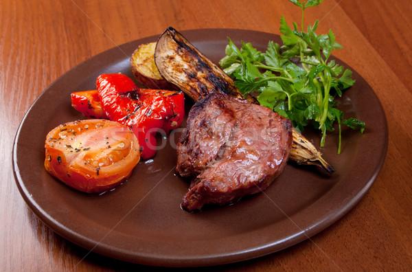 Grelhado carne bife branco prato vegetal Foto stock © fanfo