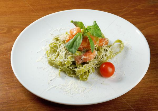 Pasta tagliatelle pesto saus basilicum zalm Stockfoto © fanfo