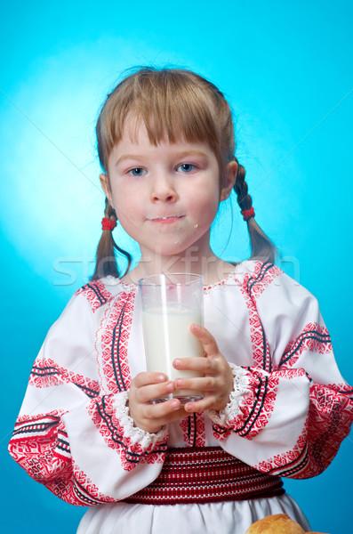 Lány pohár tej orosz kislány kéz Stock fotó © fanfo