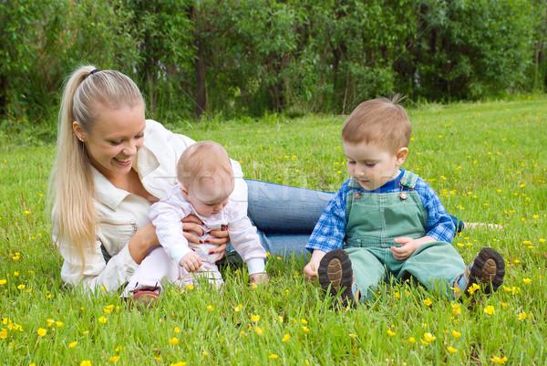 Anya gyerekek legelő szerencsés család nő Stock fotó © fanfo