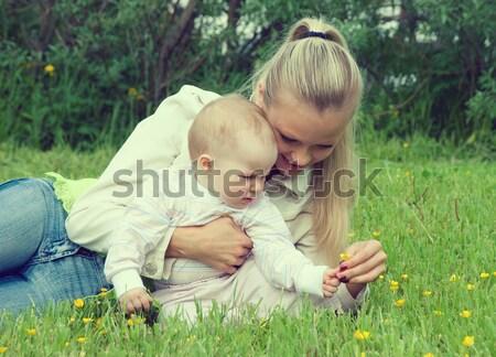 Stok fotoğraf: çayır · şanslı · aile · gökyüzü · kız · çocuk