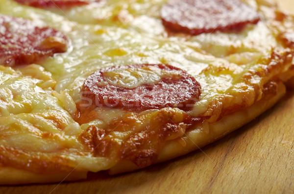 Caseiro pizza calabresa raso queijo tomates Foto stock © fanfo