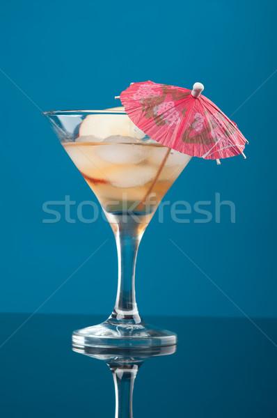 Kozmopolit kokteyl içmek mavi gözlük içecekler Stok fotoğraf © fanfo