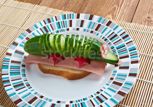 Krokodil szendvics kolbász uborka reggeli étel Stock fotó © fanfo