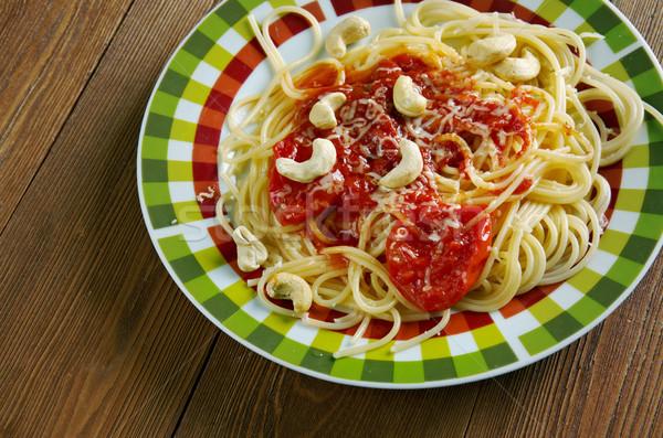 Espaguetis italiano pasta salsa de tomate anacardo nueces Foto stock © fanfo