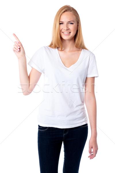 улыбающаяся женщина указывая вверх пальца улыбаясь привлекательный Сток-фото © fantasticrabbit