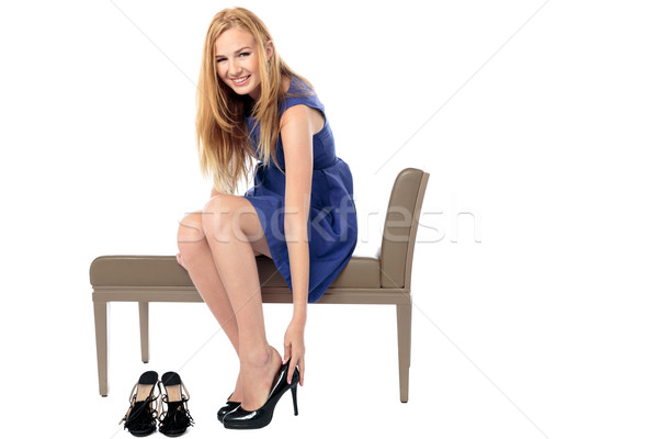 улыбающаяся женщина обувь улыбаясь сидят Сток-фото © fantasticrabbit