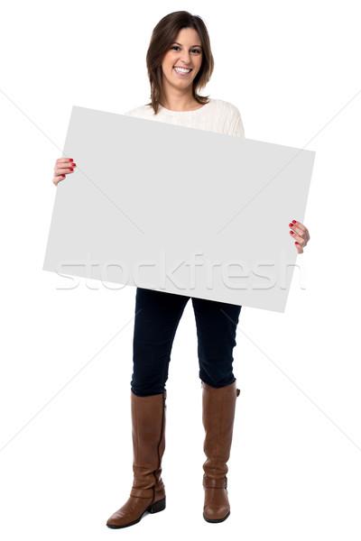 Frau halten weiß Zeichen anziehend glücklich Stock foto © fantasticrabbit