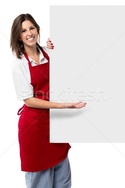 Ziemlich weiblichen Küchenchef halten weiß Stock foto © fantasticrabbit