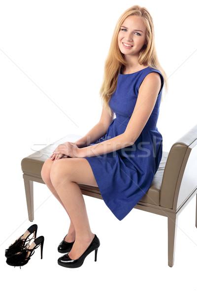 Divatos kecses fiatal nő ül mosolyog kamera Stock fotó © fantasticrabbit
