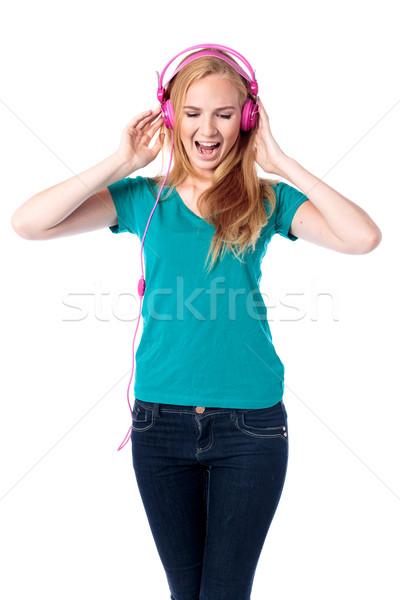 Mulher cantando música atraente mulher jovem Foto stock © fantasticrabbit