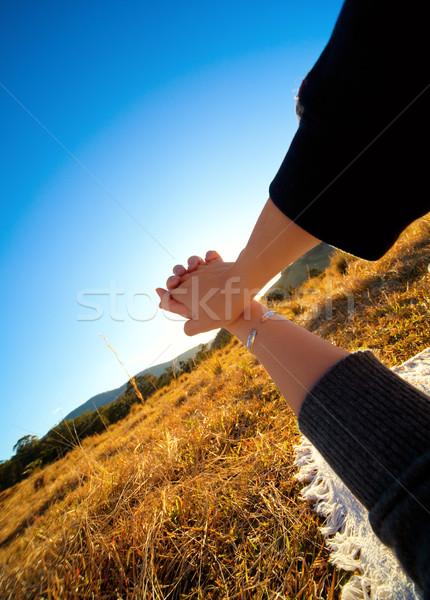 Strony wakacje gospodarstwa człowiek krajobraz relaks Zdjęcia stock © fatalsweets