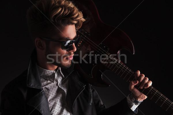 портрет молодые гитарист электрической гитаре Сток-фото © feedough