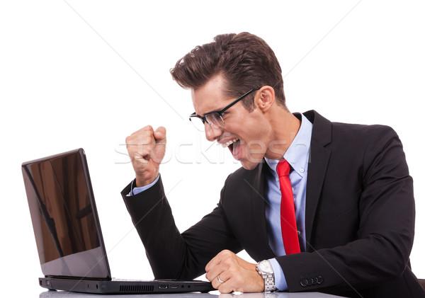 Foto stock: Feliz · braço · vitória · homem · de · negócios · trabalhando