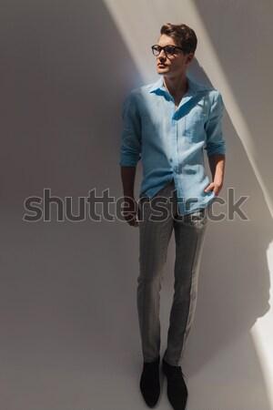 Casual hombre ambos manos foto Foto stock © feedough