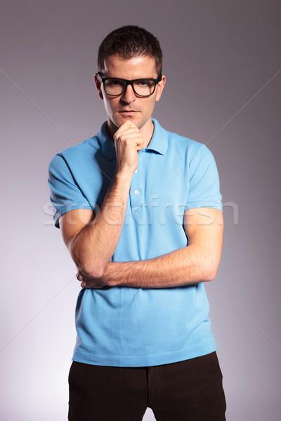 Przypadkowy człowiek strony podbródek młodych Zdjęcia stock © feedough