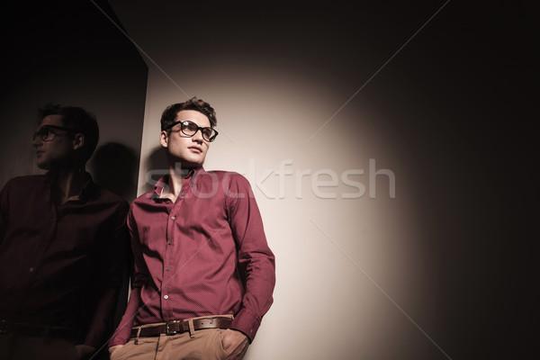 Aşağı görmek genç gündelik iş adamı Stok fotoğraf © feedough