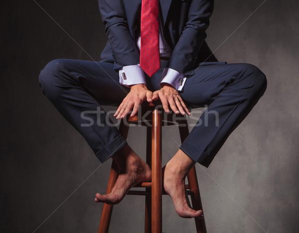 Boso człowiek biznesu posiedzenia stołek ręce Zdjęcia stock © feedough