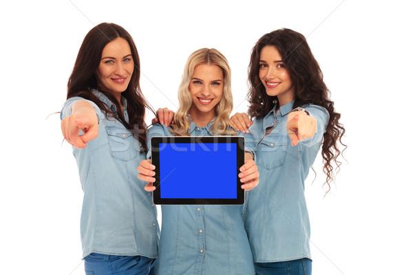 Stock fotó: Három · boldog · nők · bemutat · képernyő · mutat