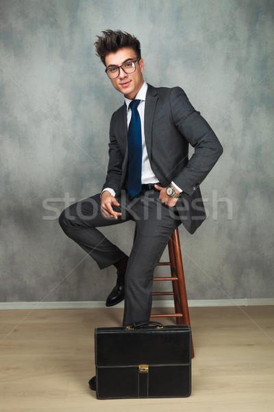 幸せ 小さな ビジネスマン 座って 短い 場合 ストックフォト © feedough