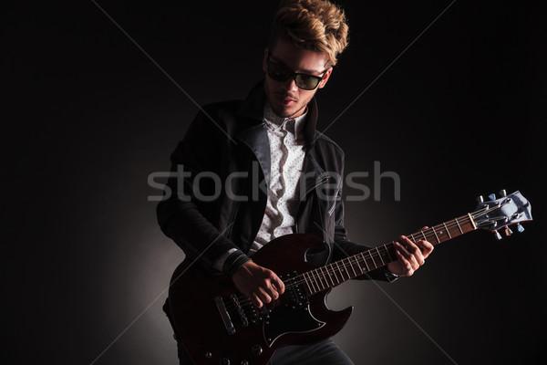 Drámai kép fiatal kő zsemle gitáros Stock fotó © feedough