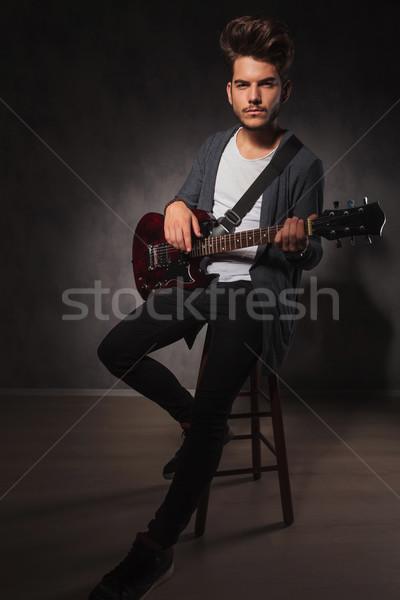 Uygun sanatçı oynama gitar stüdyo oturma Stok fotoğraf © feedough