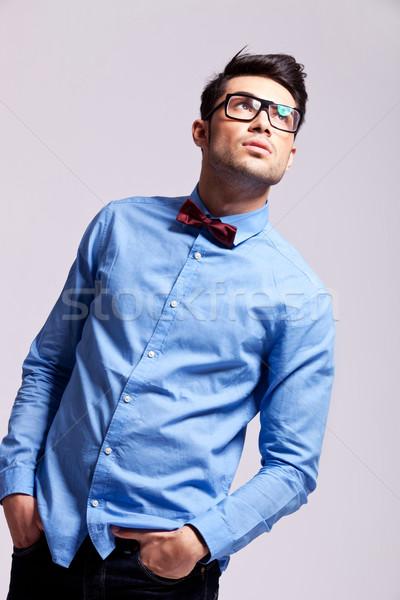 Divat férfi visel csokornyakkendő szemüveg külső Stock fotó © feedough