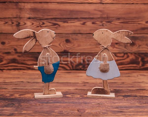 Pár fából készült húsvét nyulak áll régi fa Stock fotó © feedough
