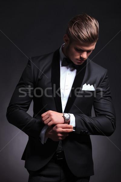 üzletember külső mandzsettagombok elegáns fiatal divat Stock fotó © feedough
