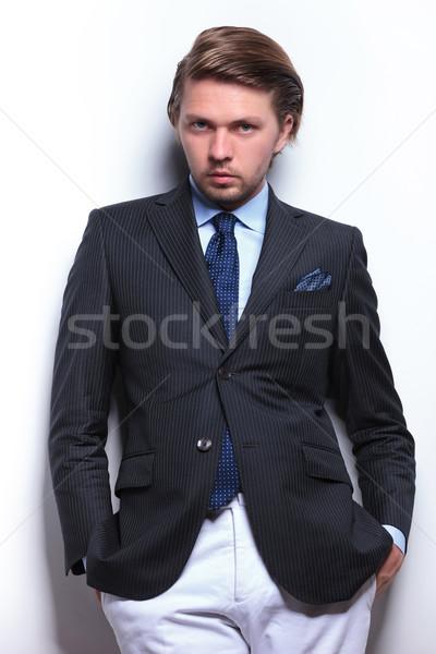ストックフォト: ビジネスマン · 戻る · 壁 · 手 · 小さな · 傾い