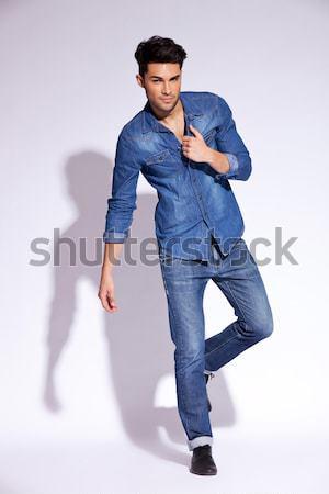 Toevallig jonge man lucht portret springen naar Stockfoto © feedough